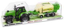 Traktor z prasą kostkującą